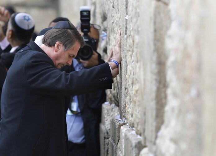 Bolsonaro visitó el Muro de los Lamentos (AFP)