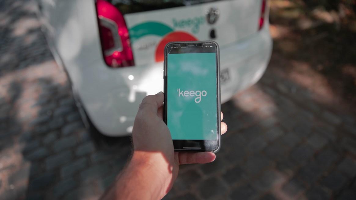 EL auto se abre desde la app y las llaves están guardadas en la guantera