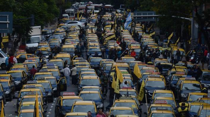 La protesta de los taxistas contra Uber comenzó durante la mañana