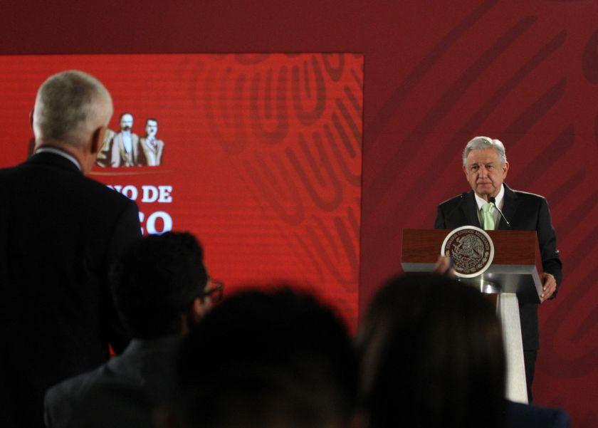 Jorge Ramos y López Obrador durante la polémica conferencia (Foto: EFE)