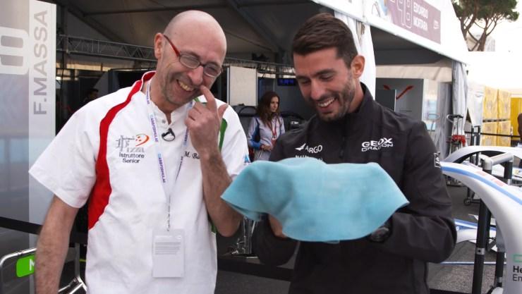 López (derecha) intentó con la simulación de la pizza antes que con la masa (Foto: Fórmula E)