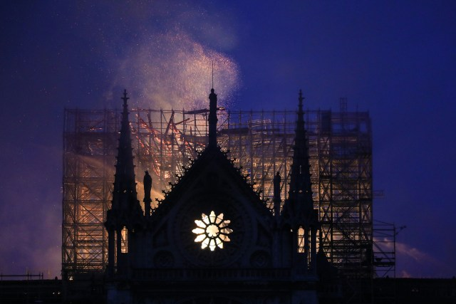 Las estremecedoras imágenes del incendio conmovieron a todo el mundo(Fotos de AFP y Reuters)
