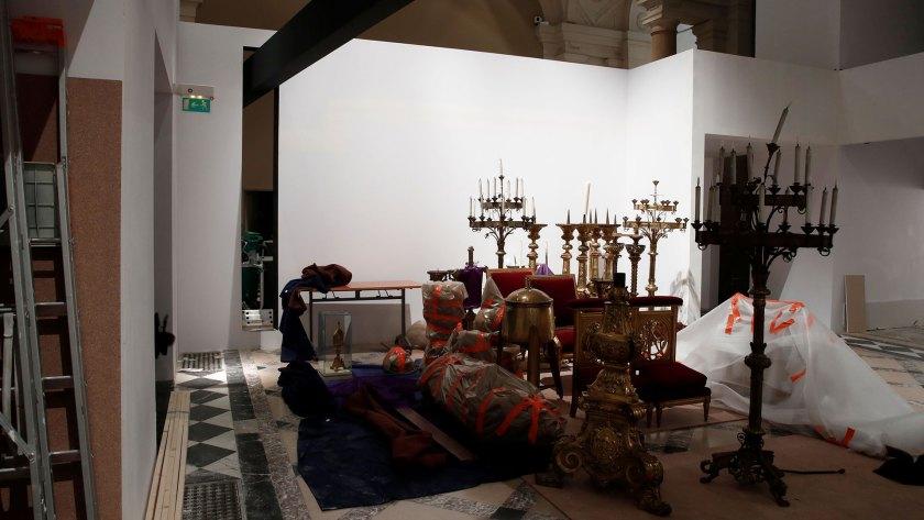 Los objetos recuperados descansan en el ayuntamiento de París, esperando por su traslado al Louvre (Reuters)