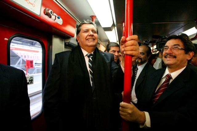 El proyecto del tren eléctrico se convirtió en el fracaso económico emblema de su primer gobierno, junto a la hiperinflación. En 2011, días antes de terminar su segundo mandato, pudo participar de la inauguración de un tramo de la Línea 1, obra salpicada por la sombra de Odebrecht