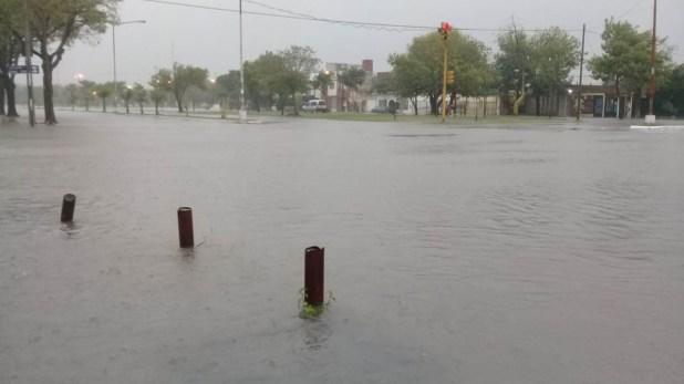 En la capital provincial colapsó la estructura hídrica de la ciudad(Twitter: @NorteCtes)