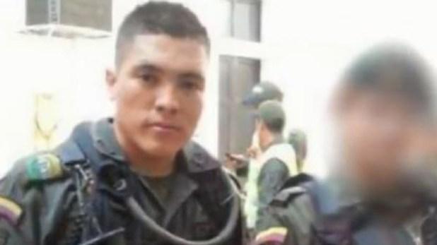 Valderrama fue patrullero de la policíadurante cuatro años, luego se retiró para viajar a Chile en busca de una mejor vida