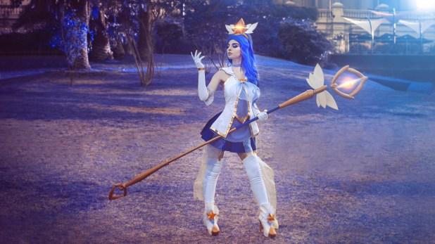 Valentina Kryp como cosplayer, interpretando a Janna (Guardiana Estelar) del videojuego League Of Legends.
