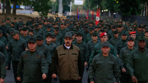 Maduro marcha con soldados (@PrensaFANB)