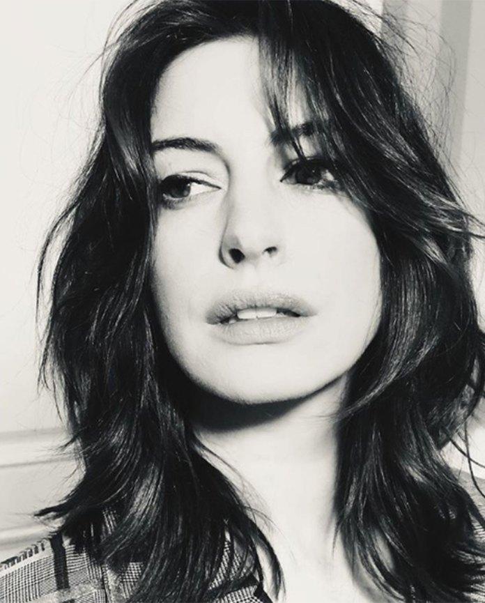 El nuevo corte de pelo de Anne Hathaway que es furor y que impone un look retro