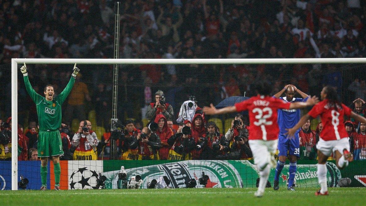 El Manchester United venció al Chelsea en 2008, año en que se jugó la última final europea entre dos clubes ingleses (AFP)