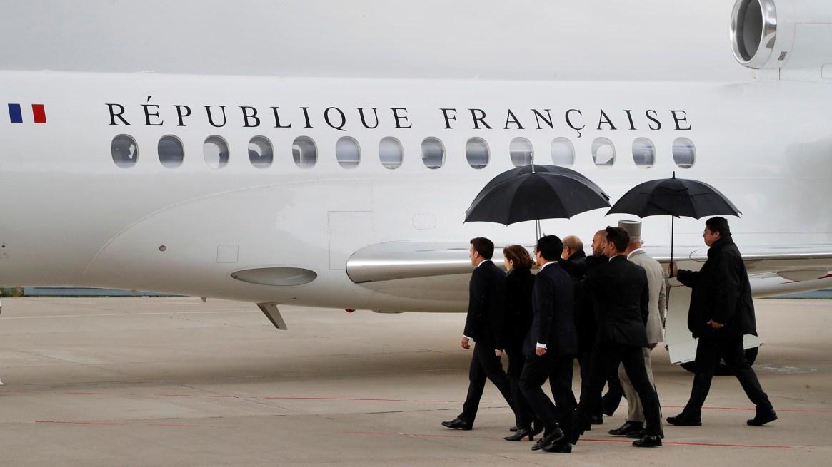 Una comitiva presidencial recibió a los rehenes liberados en Burkina Faso (Francois Guillot/Pool via REUTERS)