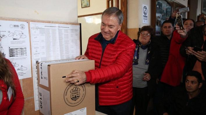 El gobernador de Córdoba, Juan Schiaretti, votó en el Instituto Salesiano (Mario Sar)