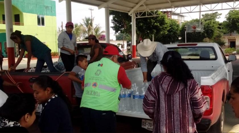 Personal de Conafor trabaja en este momento para sofocar el incendio forestal en San Agustín Amatengo (Foto: Twitter @CEPCO_GobOax)