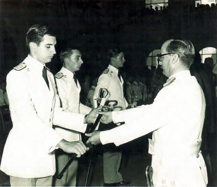 En 1972, el entonces subteniente Jaureguiberry recibió su sable de mando como oficial de Ejército