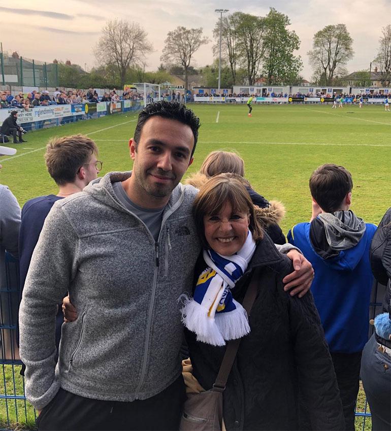 Junto aSalim Lamrani, el traductor personal de Marcelo Bielsa en Leeds United
