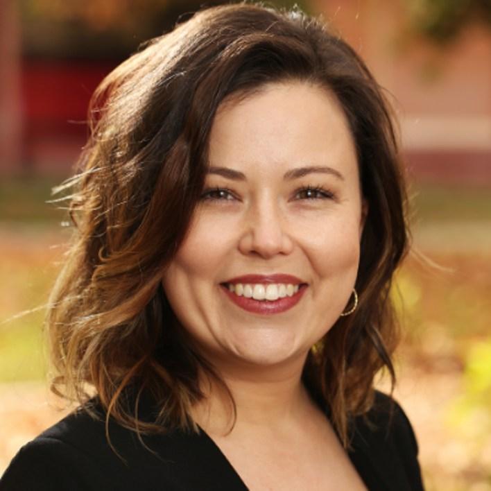La profesora Megan Robbins, una de las autoras principales del estudio sobre el chisme (Foto: Cortesía de la UCR)