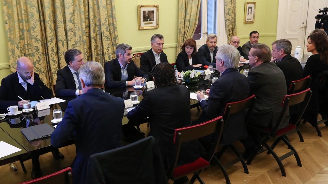 Resultado de imagen para macri y su gabinete reunión