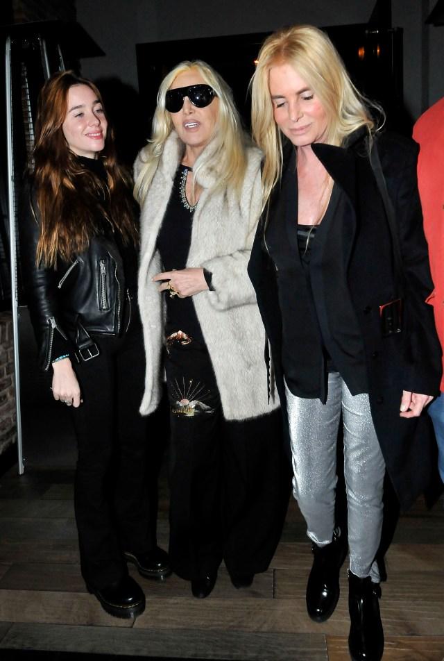 Susana junto a su nieta Lucia y su hija Mecha