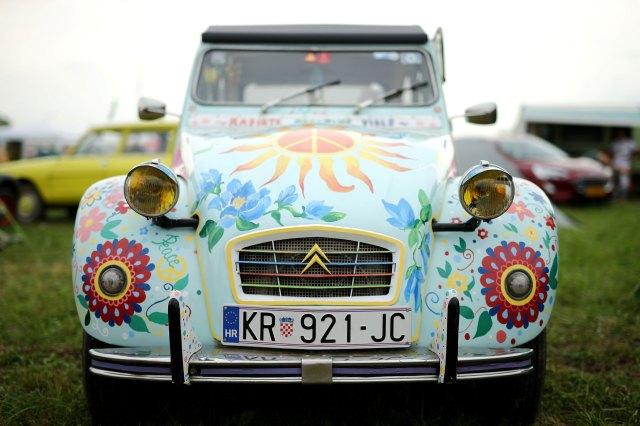 """Otro 2CV """"hippie"""", un recurso repetido. (Reuters)"""
