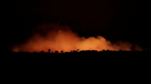 El fuego de noche (Reuters)