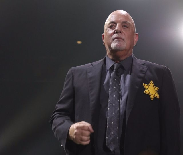 Billy Joel Breaks With Tradition Wears Yellow Star Of David At Madison Square Garden Concert
