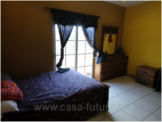 Casa con Piscina en Residencial El Trapiche