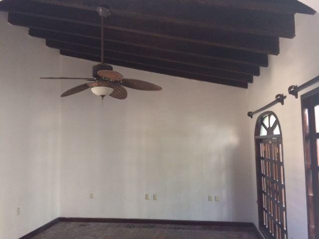 Se renta casa con entrada sobre Blvd Belisario Dominguez