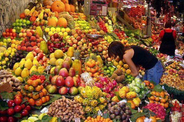 640px-Fruit_Stall_in_Barcelona_Market