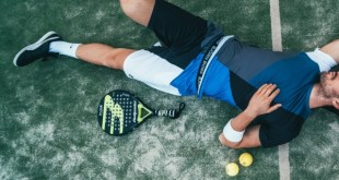 Tennis player exhausted. Heat exhaustion signs, heat exhaustion symptoms, heat exhaustion treatment, heat exhaustion causes.