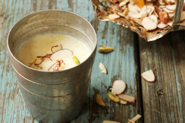 Saffron milk recipe, saffron milk benefits (kesar milk).