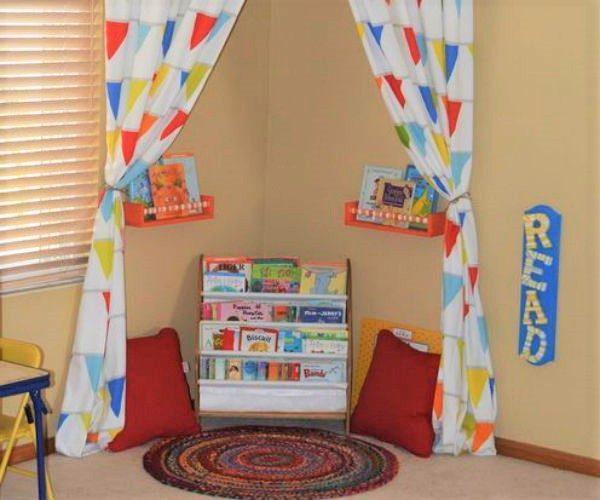 Cantinho para ler em quarto infantil