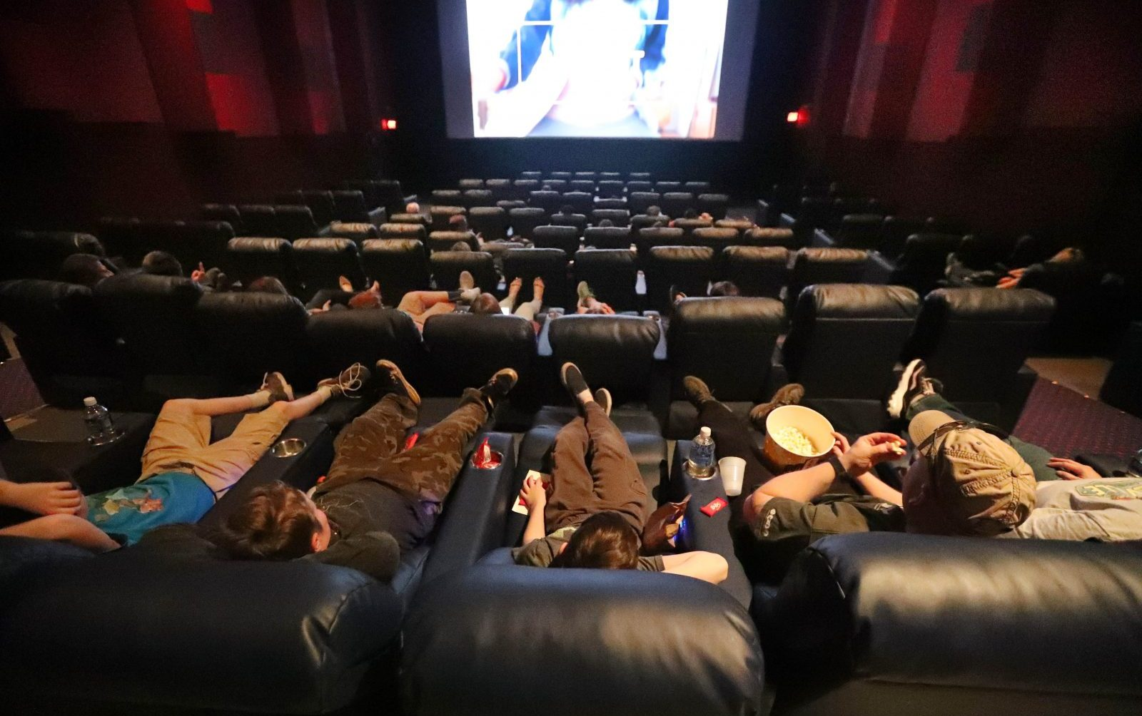 Reclining Chair Movie Theater Movie Theaters Entice Patrons With New Seating Concessions The