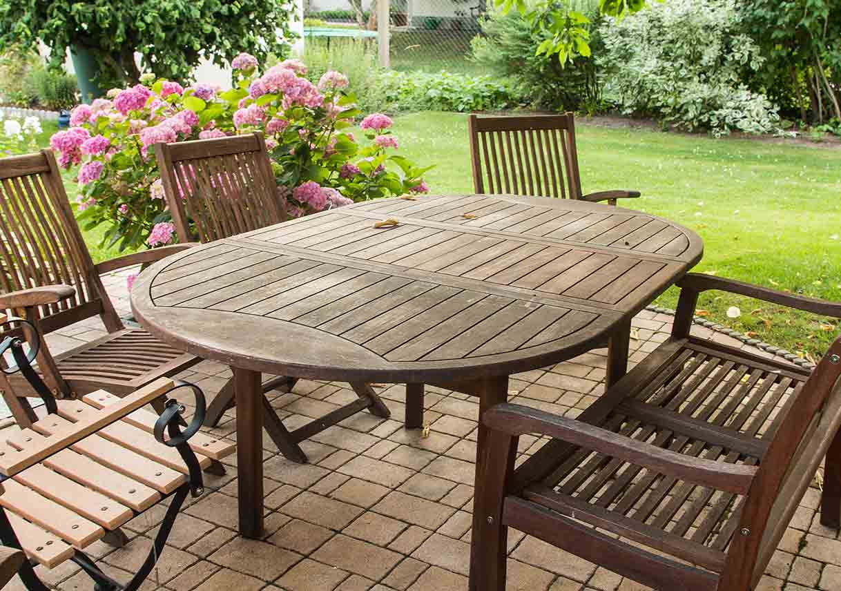 how to paint outdoor furniture best