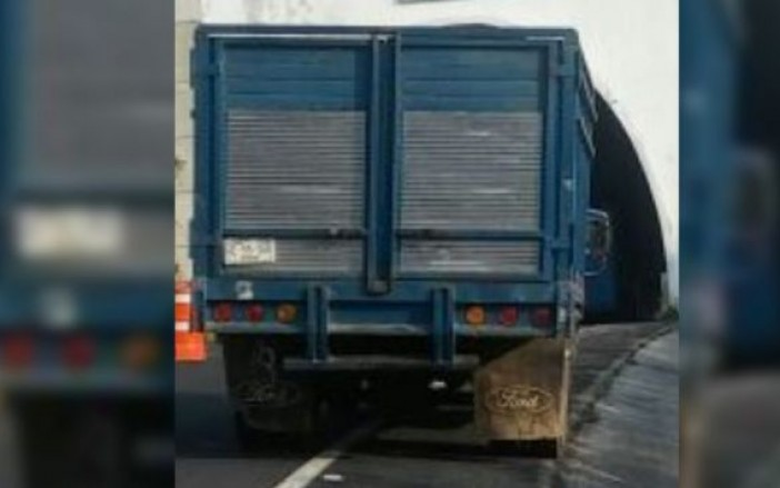 Hallan restos de 9 personas en carretera Chilpancingo-Tixtla
