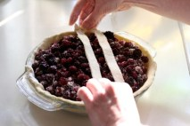 making-blackberry-pie-3