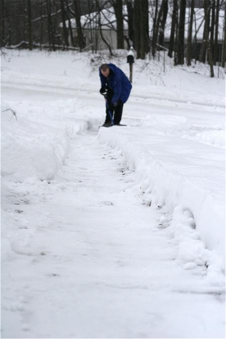 shoveling-the-drive