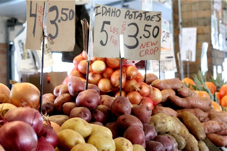 potatoes-and-onions-at-the-market