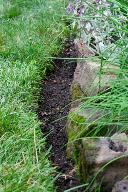 Edging_the_Flowerbeds