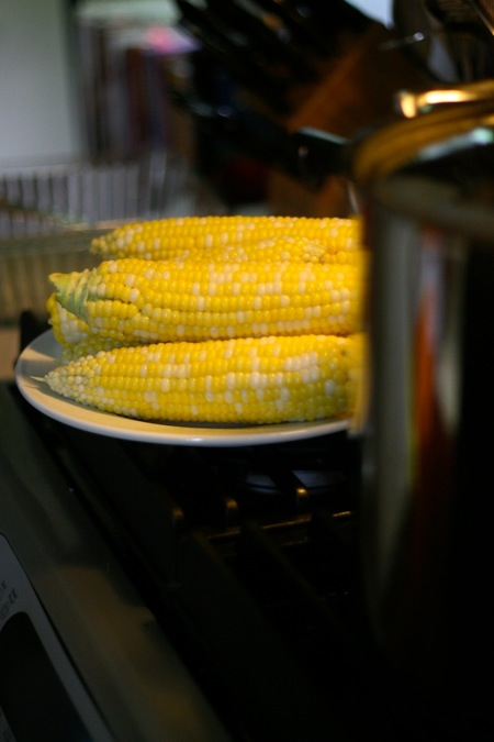 sweet_corn_on_stove