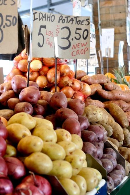 Potatoes_at_the_market