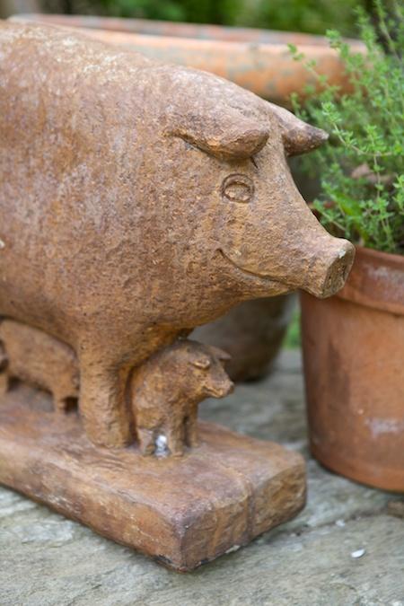 pig statue 2