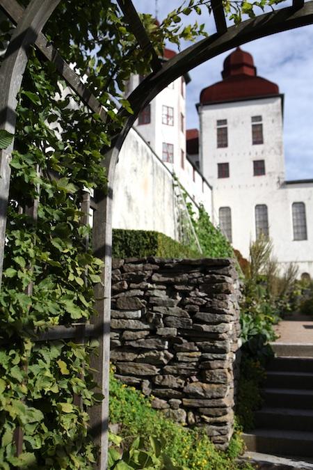 lacko-slatt-walled-lower-garden-4