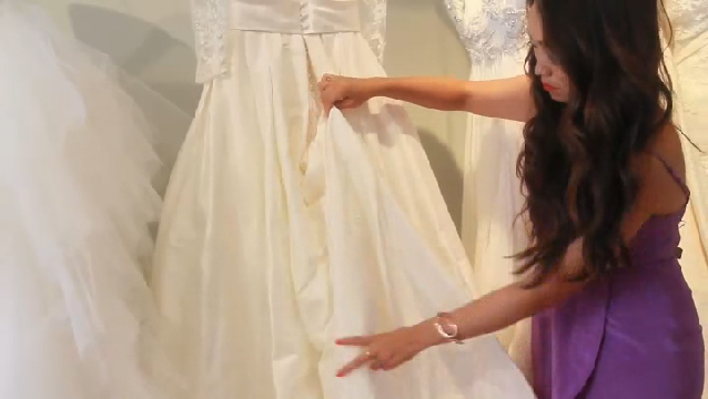 Video: Instructions To Bustle A Gown