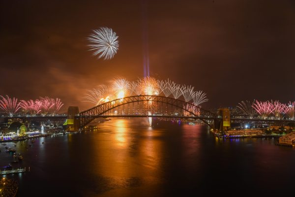 Australia, Sydney: Los habitantes de Kiribati y Samoa, naciones insulares situadas en el Pacífico sur, saludaron el Año Nuevo 2020 a las 10:00 GMT y entraron así en el 1 de enero. Luego vino Nueva Zelanda