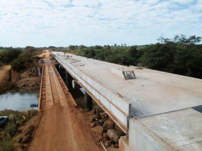 Ponte sobre o Rio Borecaia, na Rodovia do Calcário, está com 95% das obras concluídas.