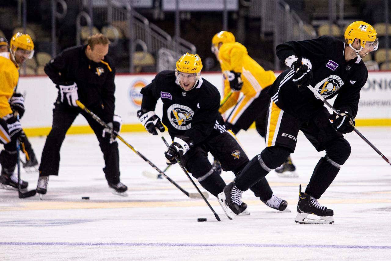 Photo of Mike Sullivan discusses Penguins' training camp plans