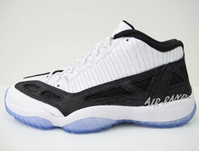 newest 44884 f4cbe Air Jordan XI IE Low (White Black)