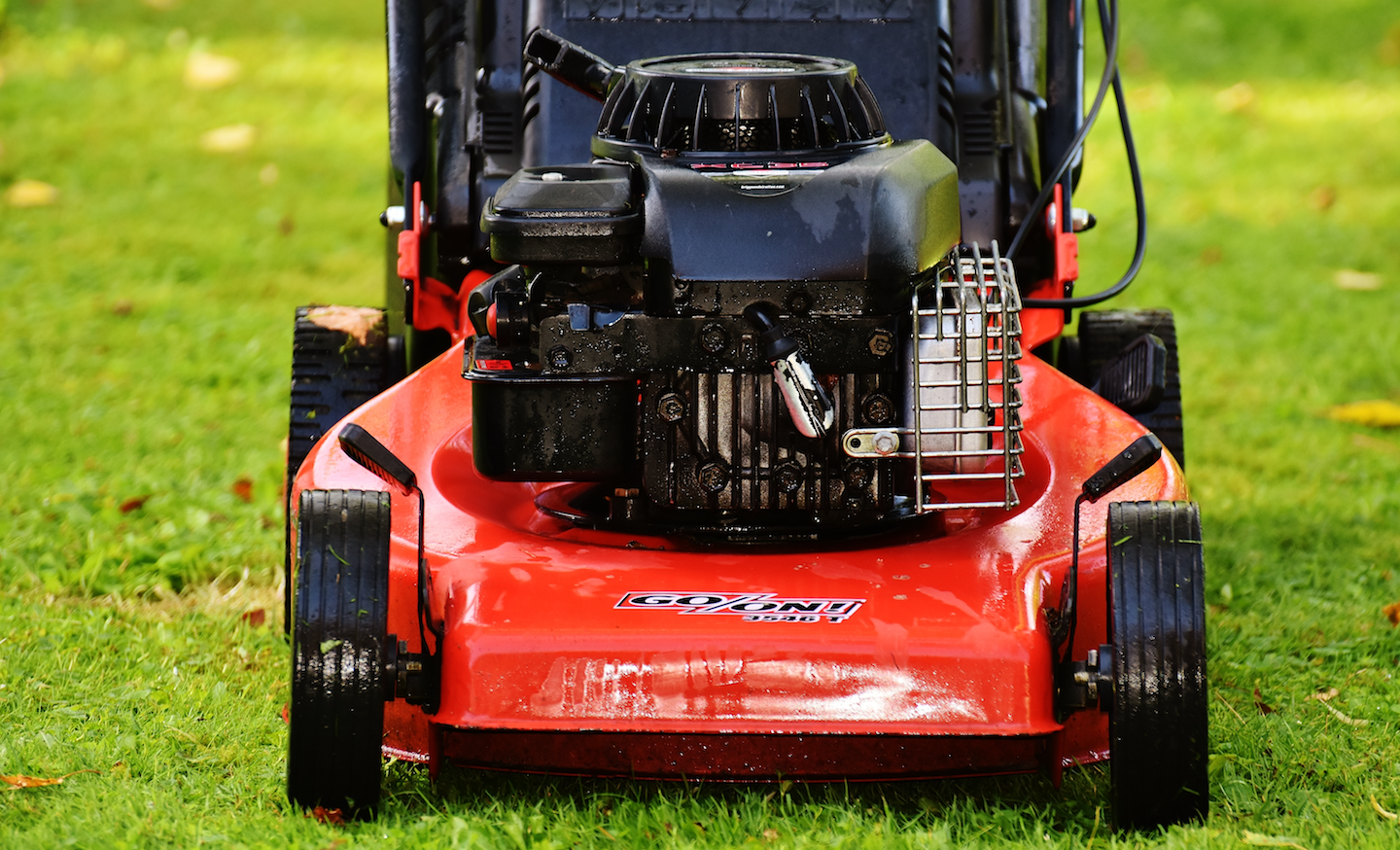 small resolution of most larger riding mowers now feature a battery for starting as well as a rudimentary alternator and voltage regulator as a charging system to keep the