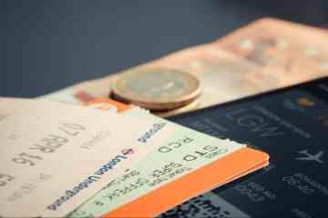 boarding-pass-ticket-money-iphone-travel