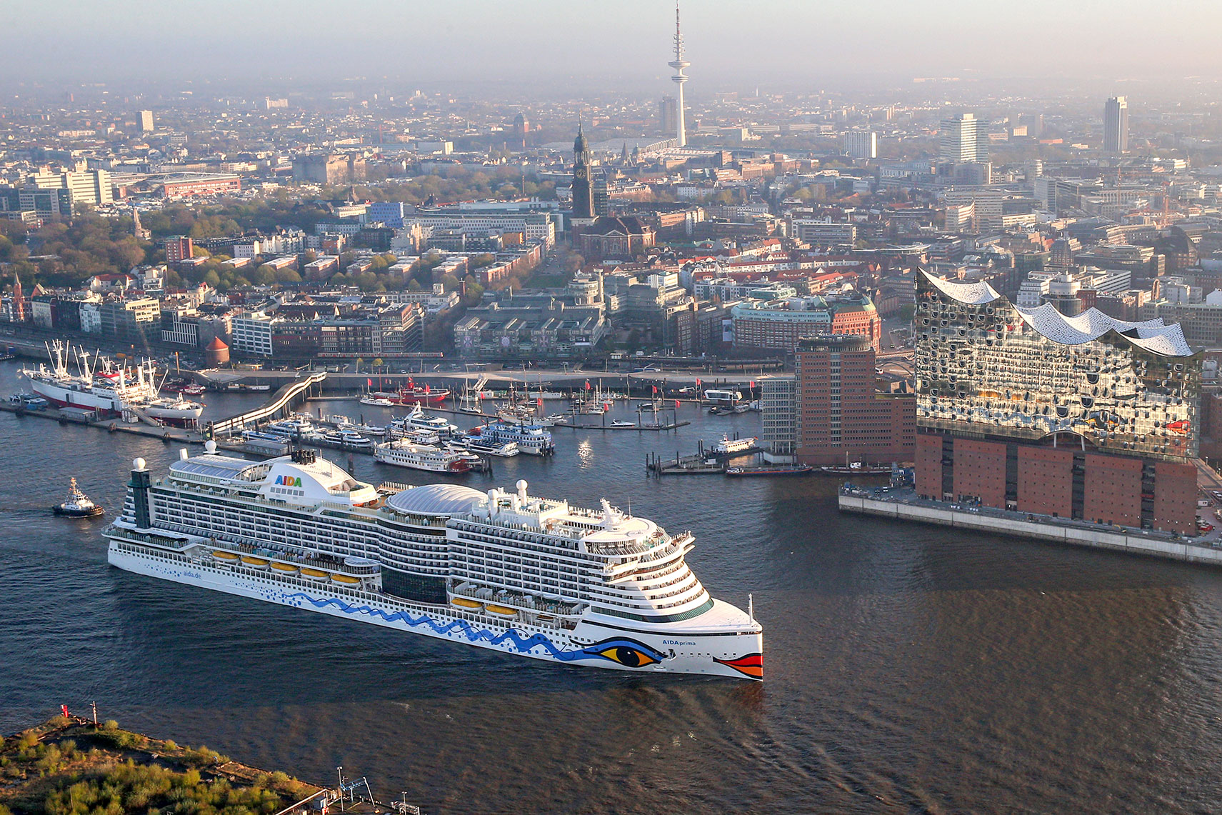aida-prima_in_hamburg-web.jpg